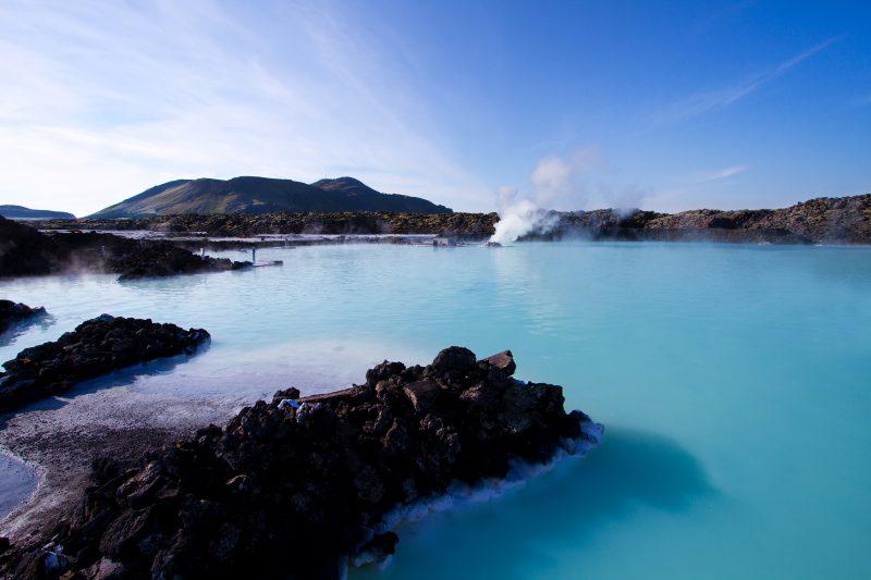 コバルトブルーの広大な露天風呂