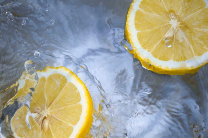 瑞々しいレモン