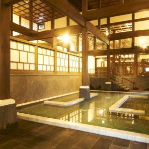 重厚な木造湯屋!山鹿温泉さくら湯で明治時代にタイムスリップ